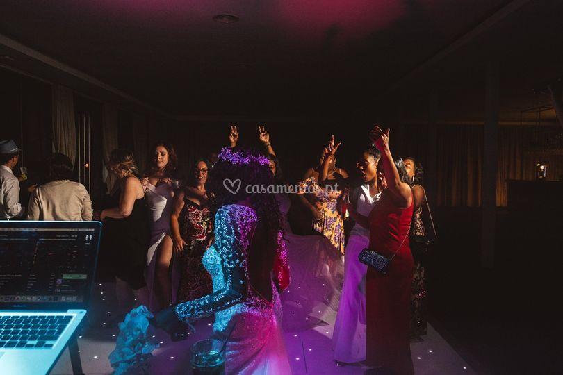Noiva e elas