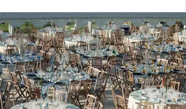 Mesas, cadeiras, atoalhados