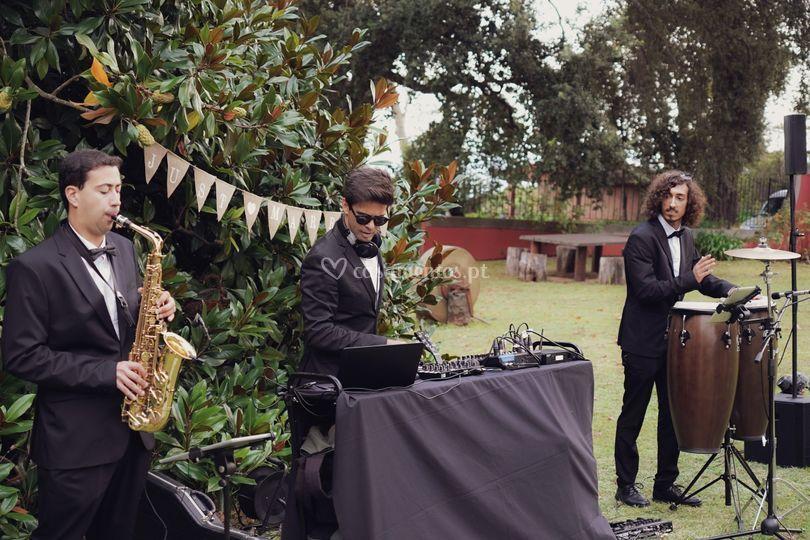 Sax + DJ + Percussão