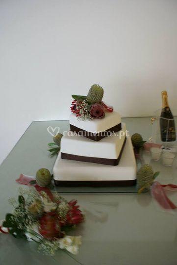 Decoração de bolo e ramo e noi