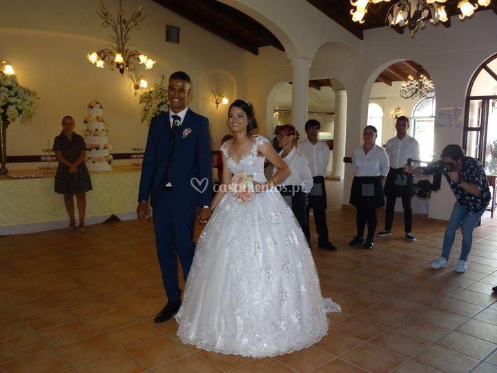Entrada dos noivos no salão