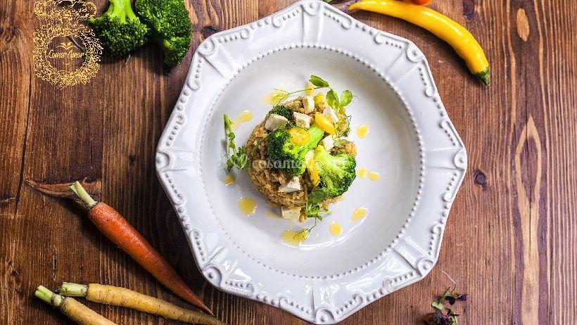 Arroz frito com brócolos