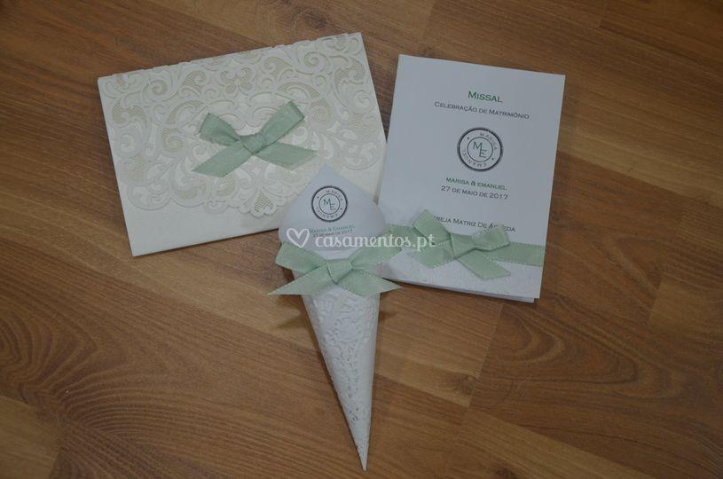 Conjunto convite, missal e cone