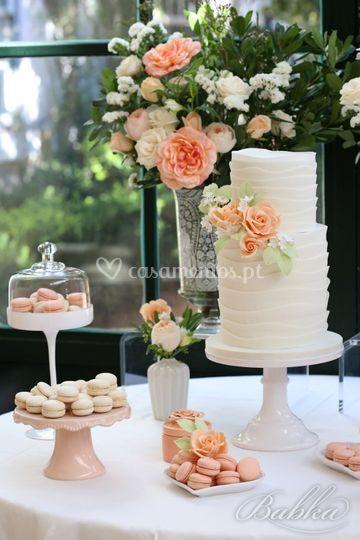 Sweet table e bolo de noiva
