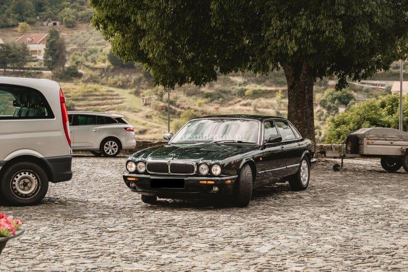 Jaguar xjo v8 executive