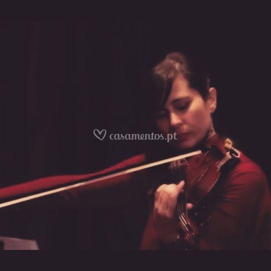 Violinista Clara Gomes