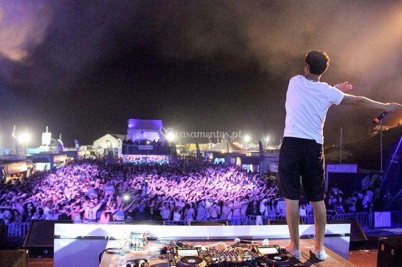 DJ profissional e desmonstrado