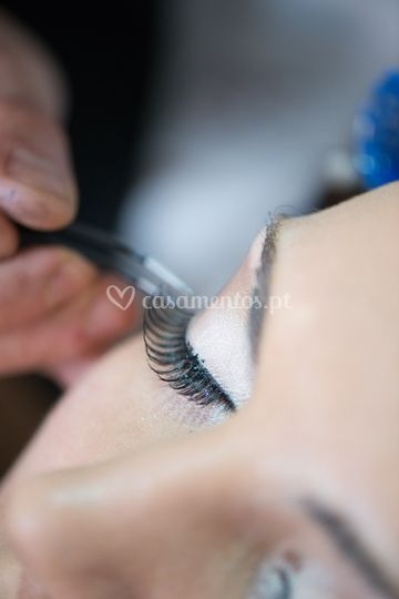 Make up with eye lashes