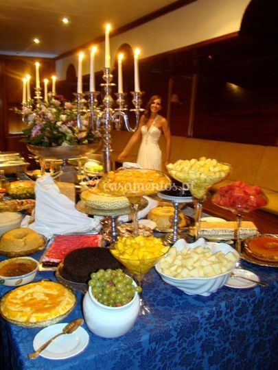 Mesa com comida