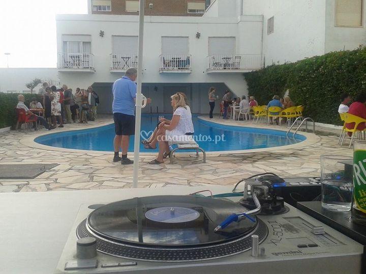 Sun set pool party
