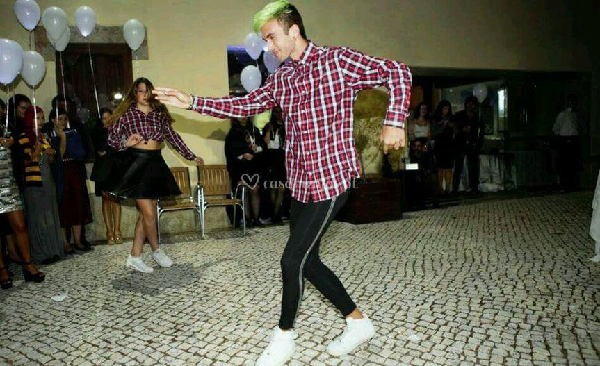 Dança no corte do bolo