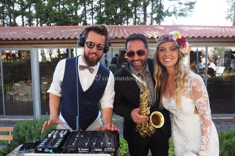 Bruno Soares sax com noivos