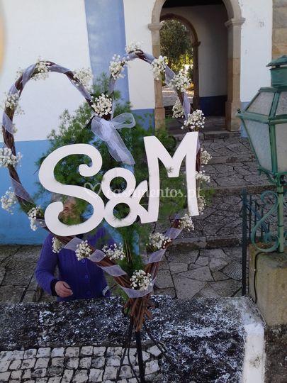 Coraçao com flor e letras