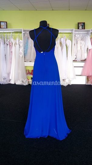 Vestido azul detrás