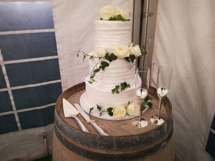Rustic wine theme cake