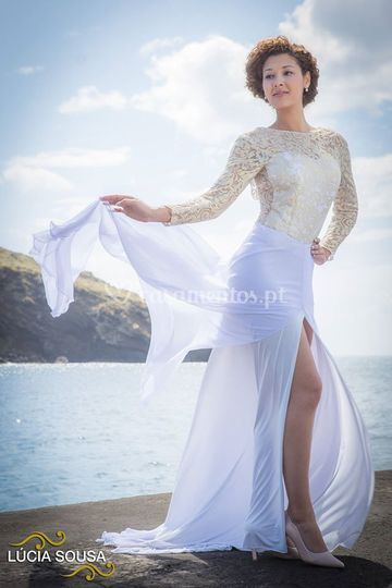Wedding dress with sleevess