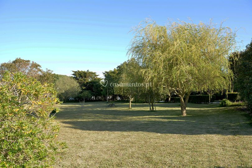 Amplos jardins