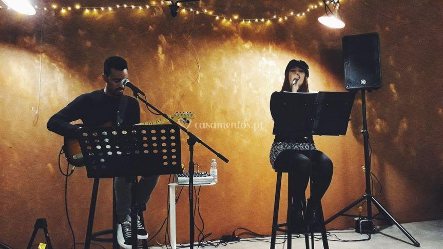 Dueto com voz feminina