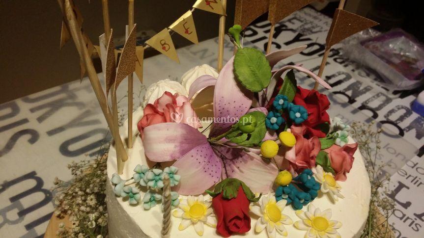 Flores em pasta de açúcar