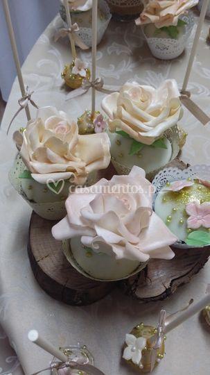 Cupcakes com rosas comestíveis
