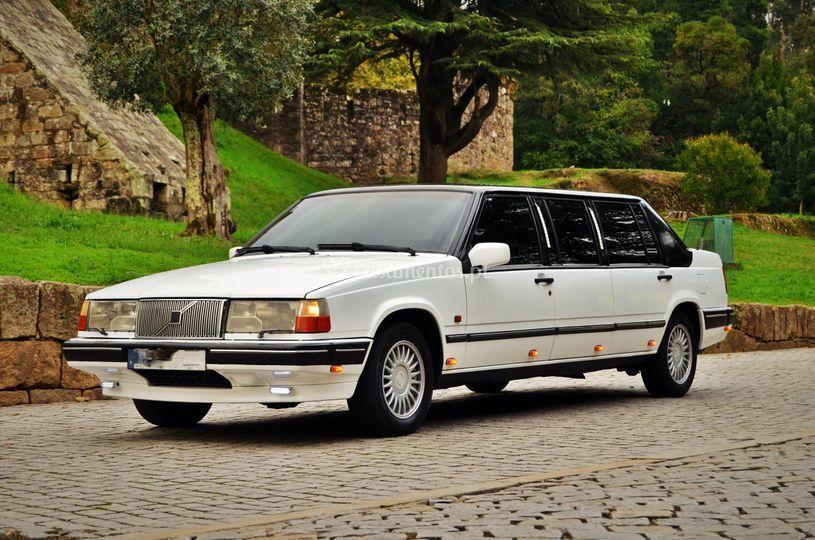 Volvo limousine branca