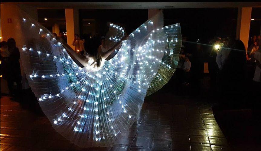 Kris rosa e dançarinas - asas