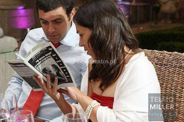 Os convidados divertem se com o Jornal