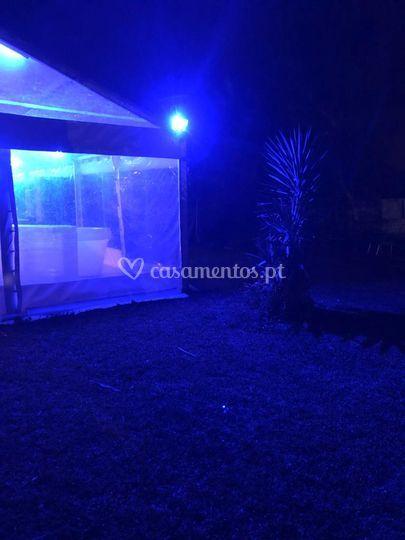 Tenda exterior iluminada