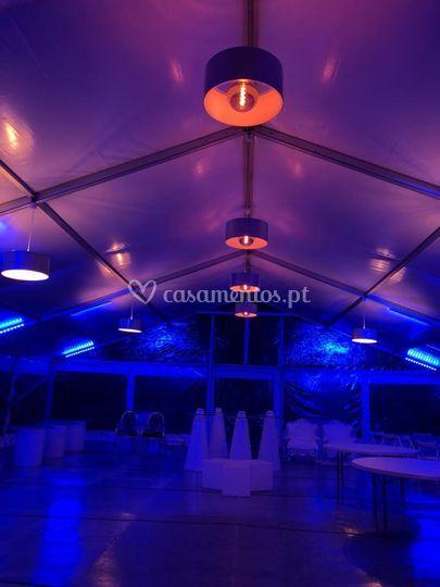 Tenda com mobiliário LED