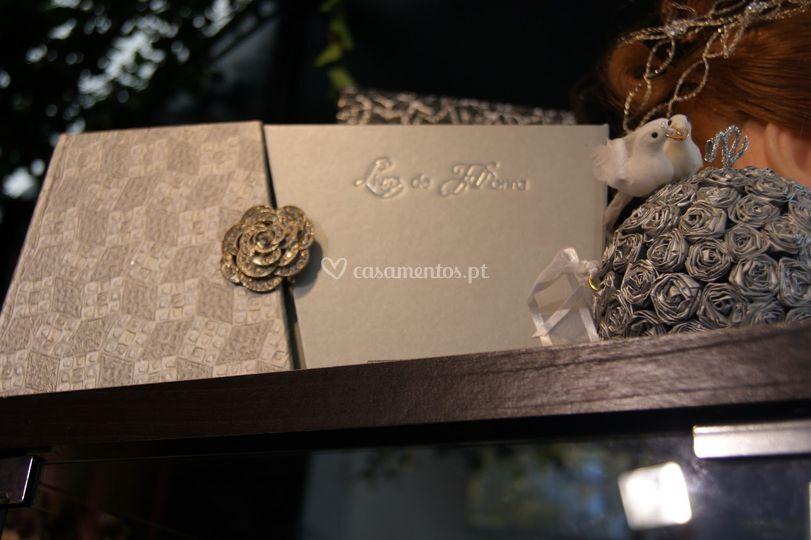 Livro de Honra com flor