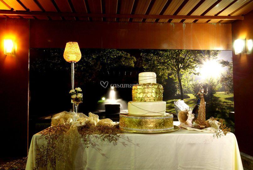 Corte do bolo de noiva