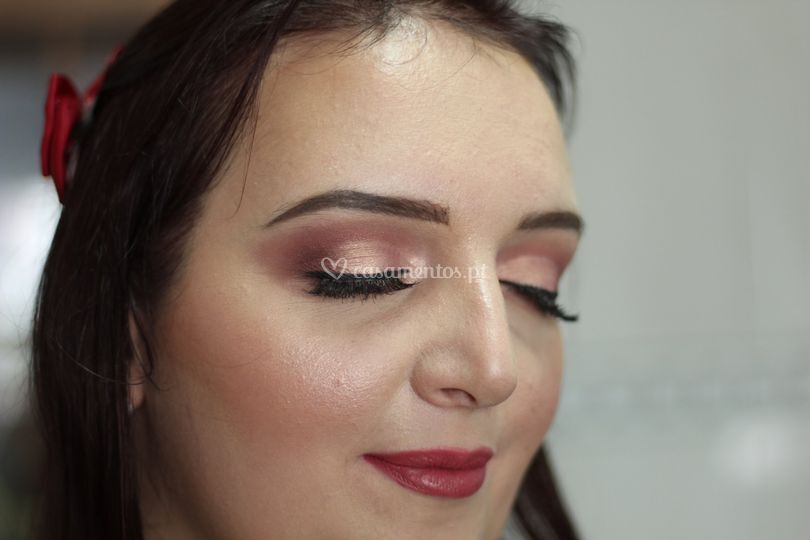 Semi cut-crease
