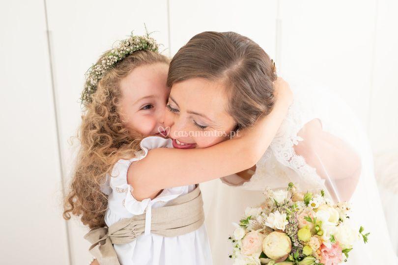 Casamento, a noiva e criança