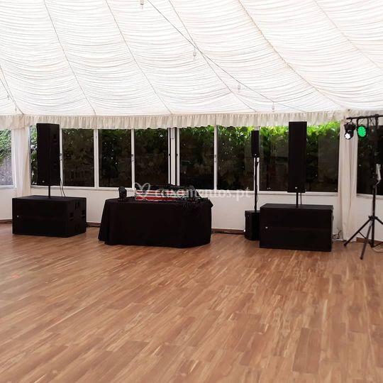 Sistema de som e luz para DJ