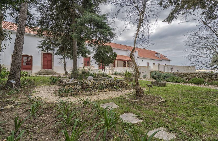 Jardim e fachada