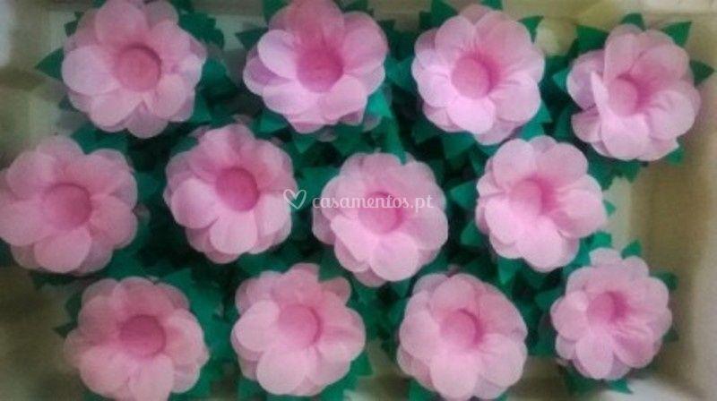 Flores Rosas com Folhas