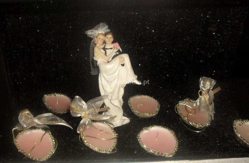 Noivos e conchas com velas