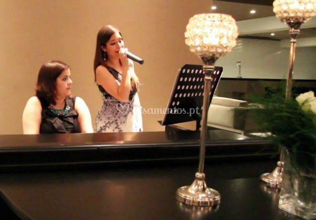 Cantora ligeira com pianista