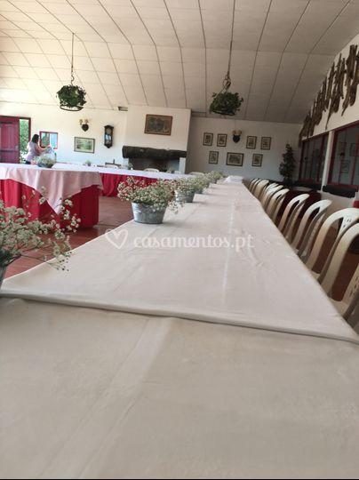 A preparar as mesas