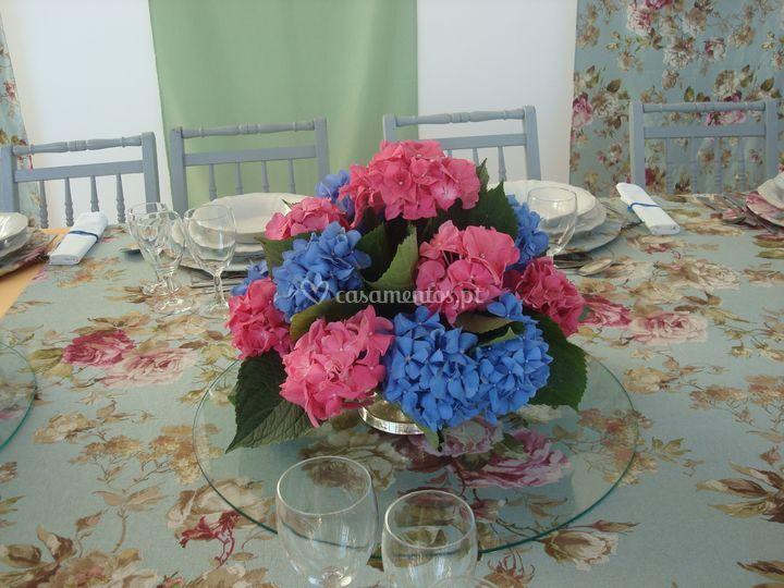 Centro de mesa com hortenses