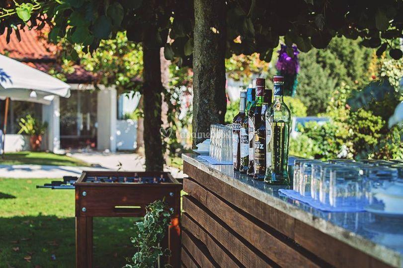 Bar e matrecos de jardim