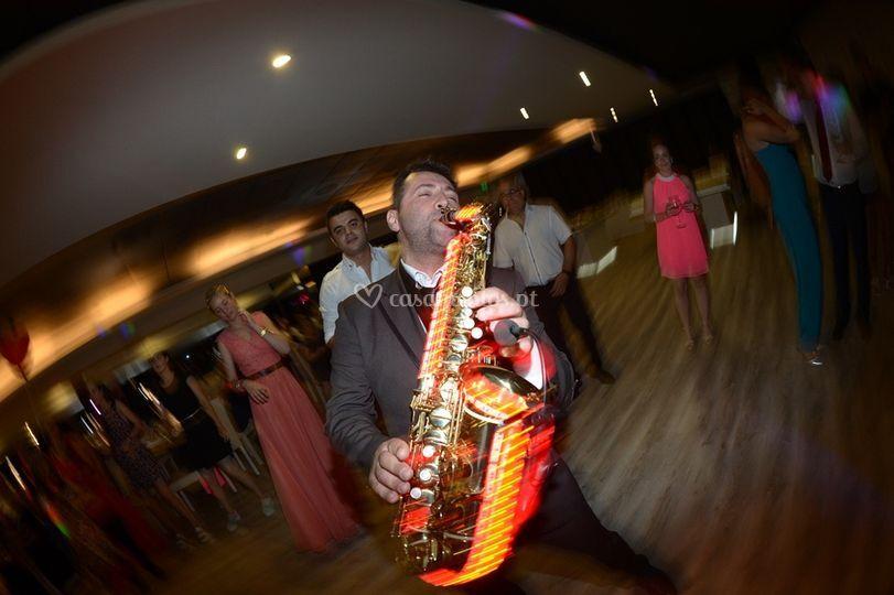 Sax performance no baile