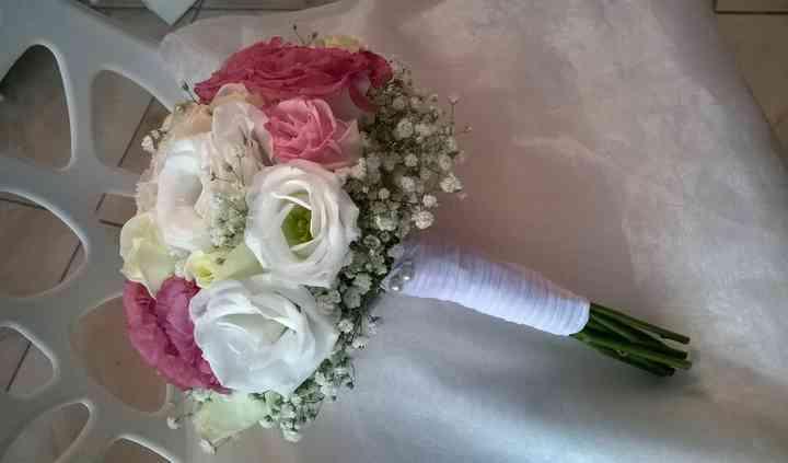 Bouquet com rosas e eustomas