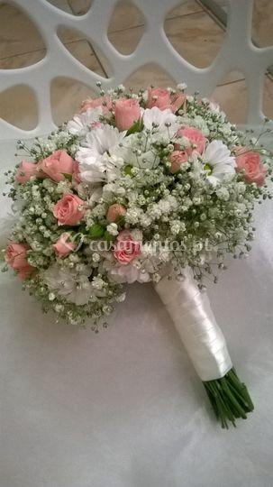 Bouquet rosas e margaridas.