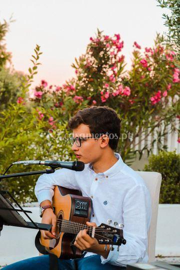 João pedro (guitarra e voz)