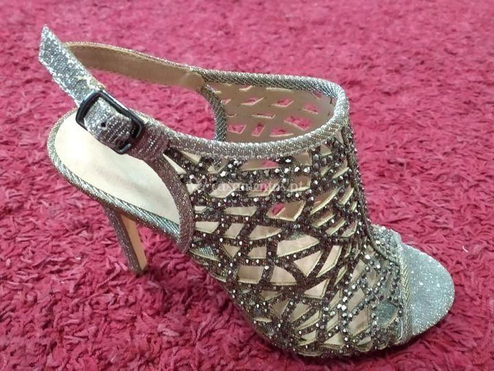 Sapato de salto elegante