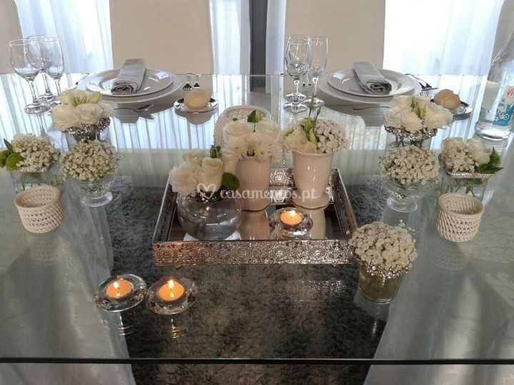 White and silver wedding table