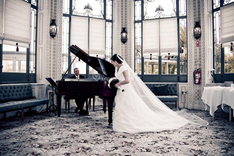 Noivo ao piano