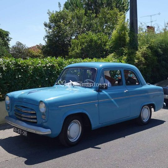 Ford anglia deluxe 1957