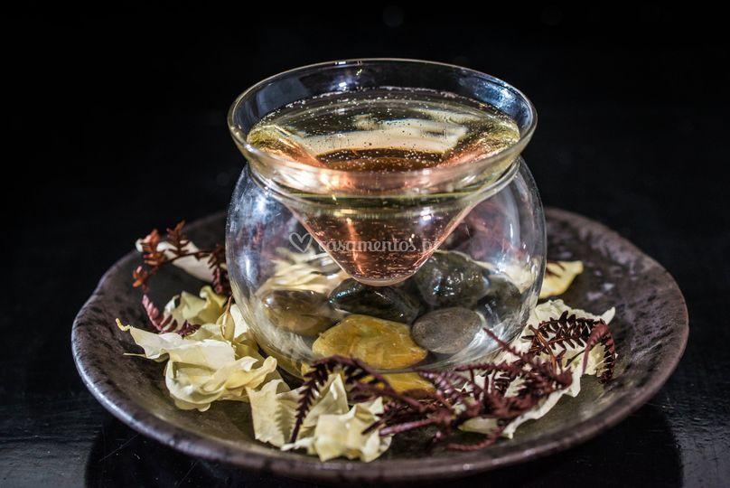 Cocktail com pedras de rio